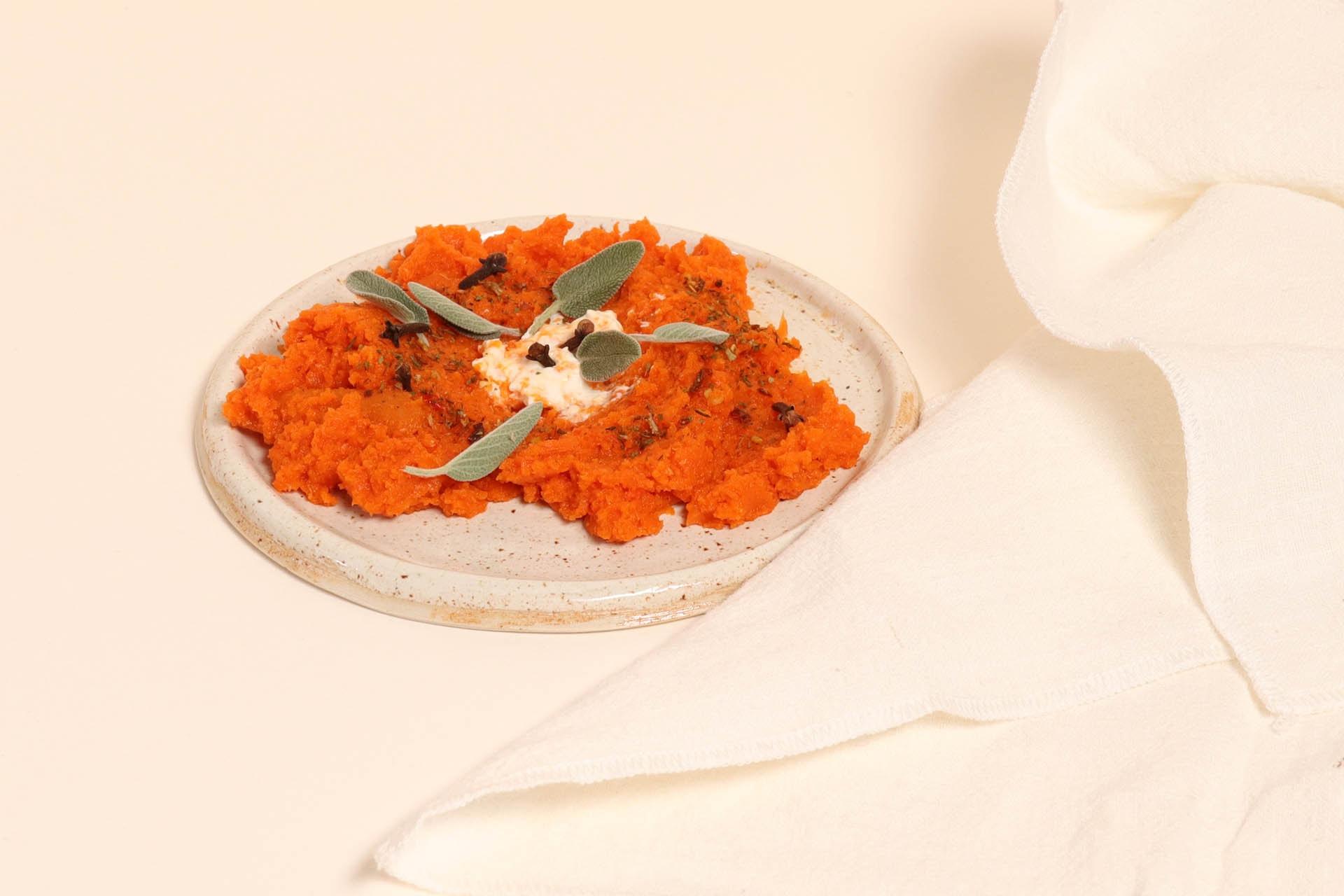 Geroosterde wortel-paprikadip